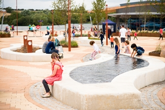 kids playing with a small water feature outside of the lakeside retail park